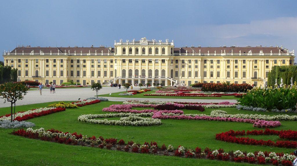 schonbrunn-palace-1735571_1920-1024x575.jpg