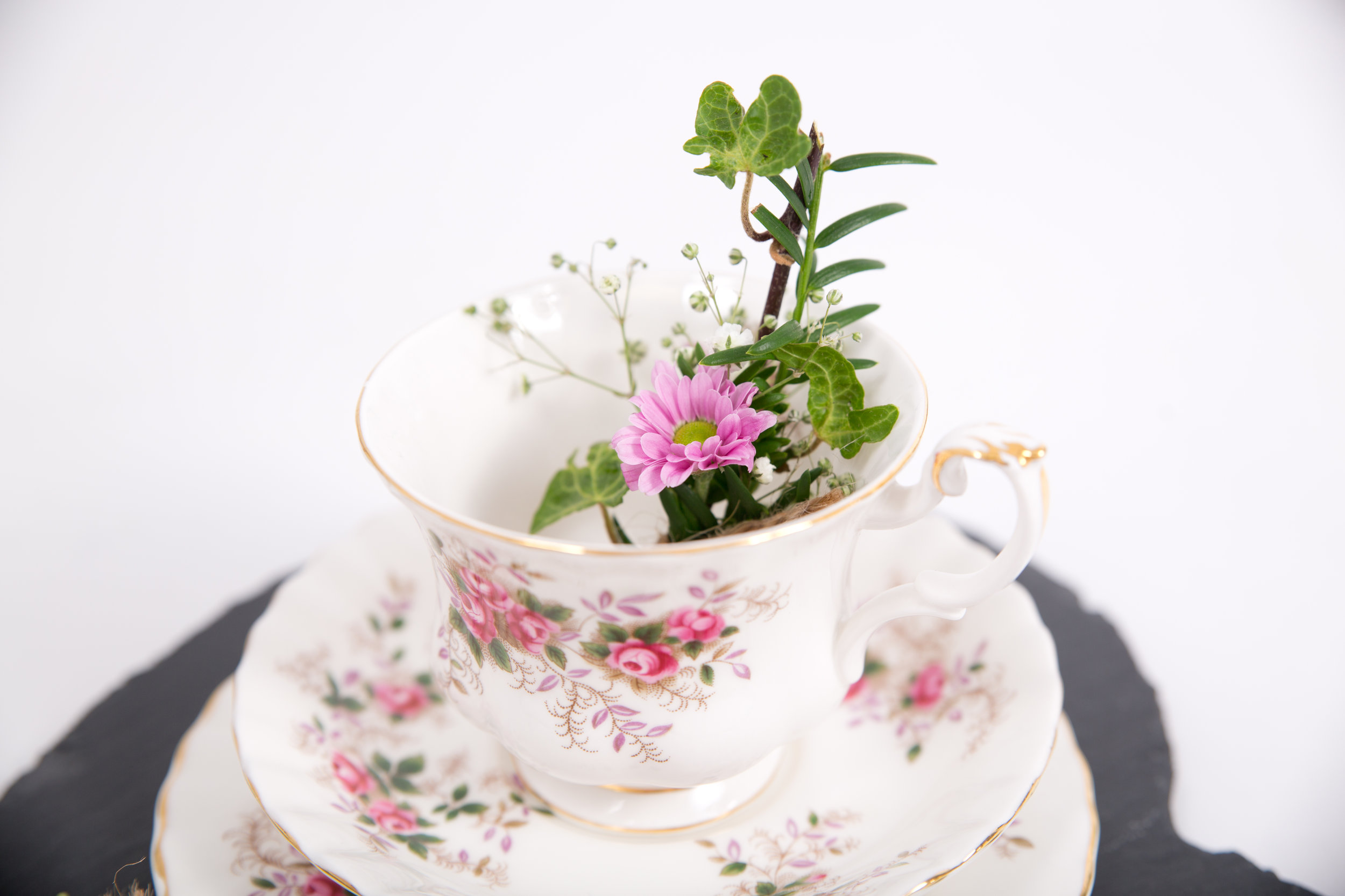 Vintage Style Cups & Saucers (VCLL04)
