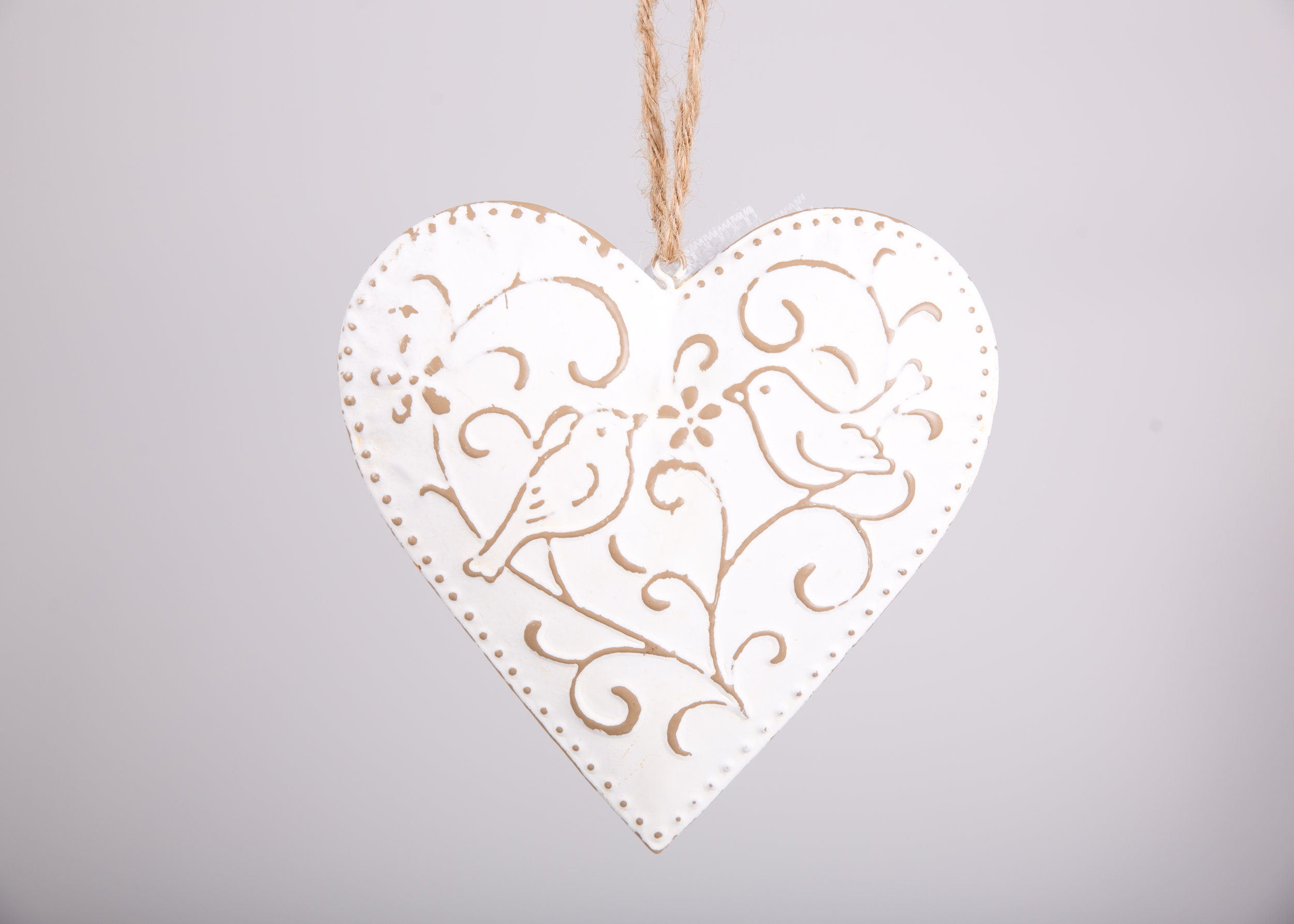 White hanging hearts (RDLL10)