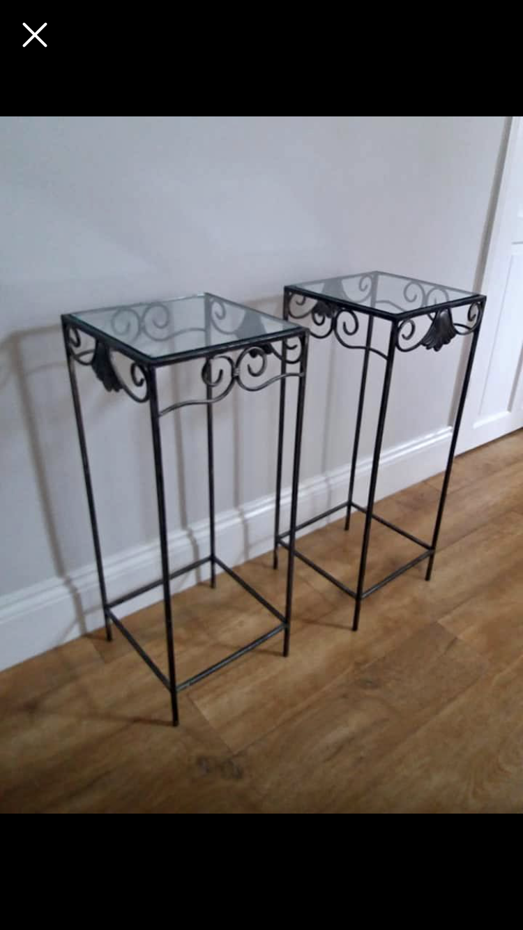 Pair of Stands (DLL004)