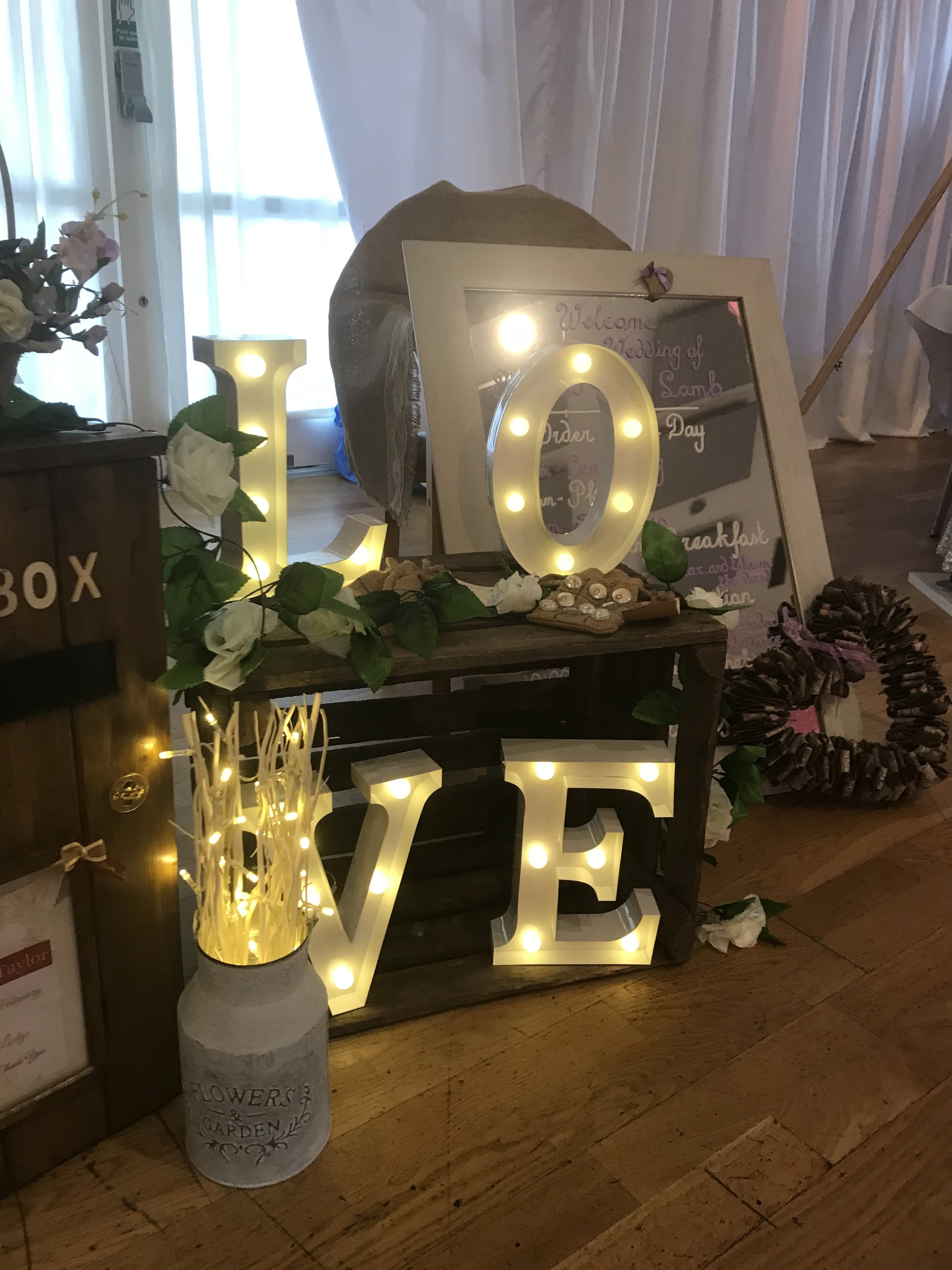 LOVE Lights and Crate (DLL002)