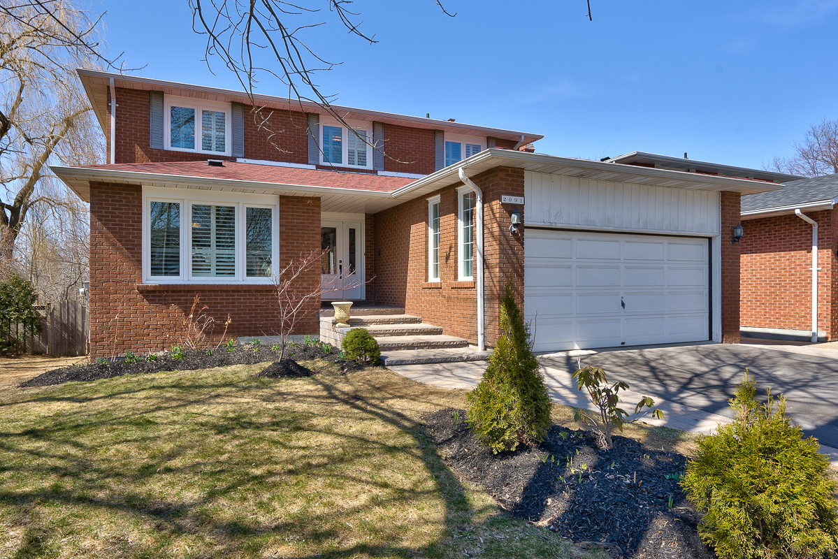 2091 Constance DriveOakvilleFor sale - For Sale $1,299,600 | Sold for 102% of asking in 8 Days!