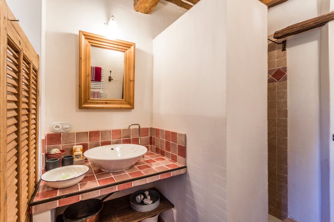 ensuite bathroom for bedroom 1