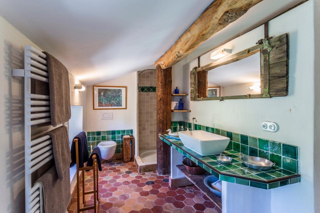 ensuite bathroom for bedroom 3