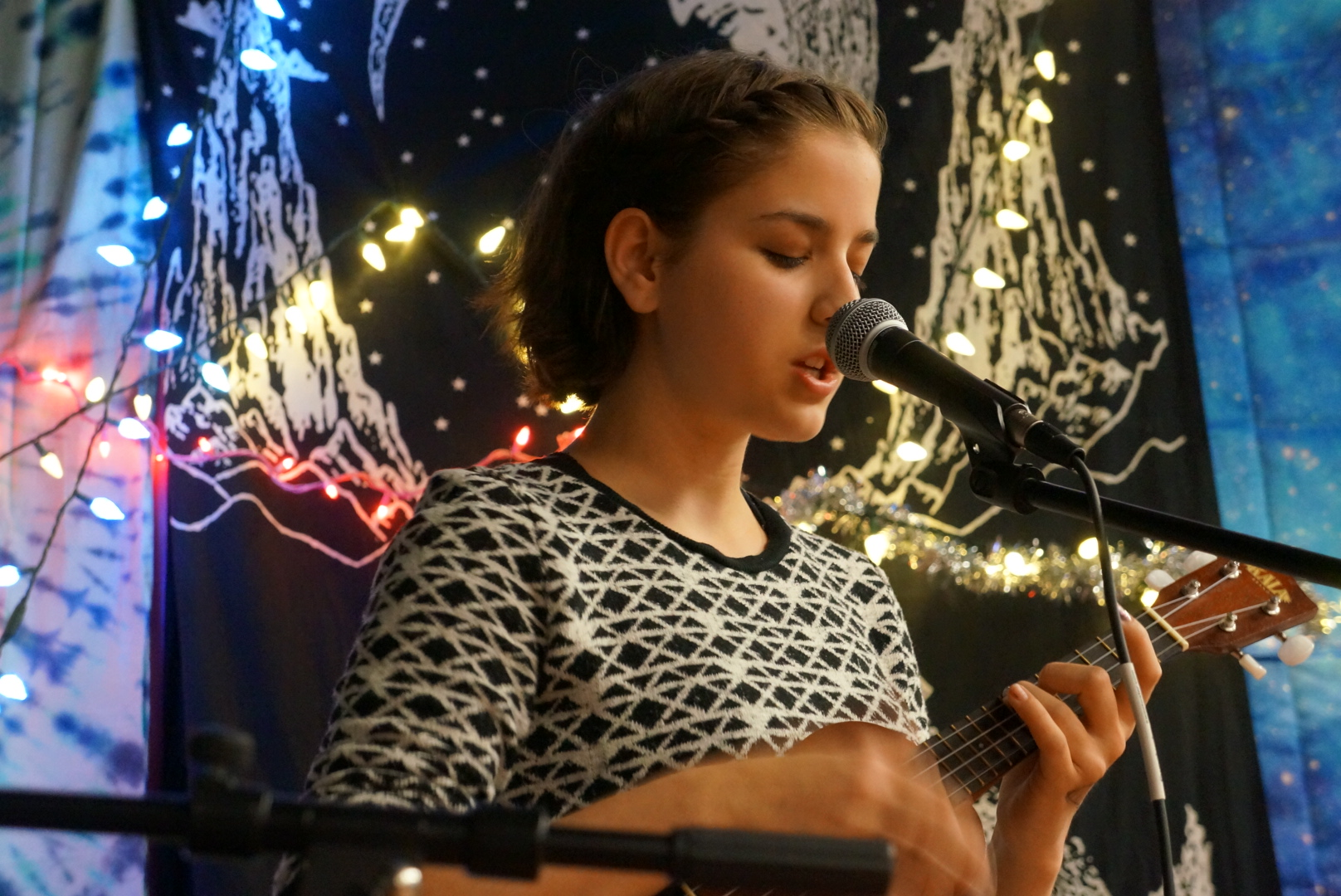Ris Igrec performed multiple songs on her ukulele and piano.