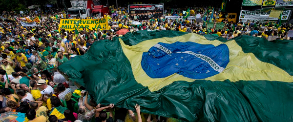 Protesters in São Paulo, demanding the impeachment of former Brazilian President Dilma Rousseff in 2015 -  Agência Brasil   (CC BY 3.0 BR)