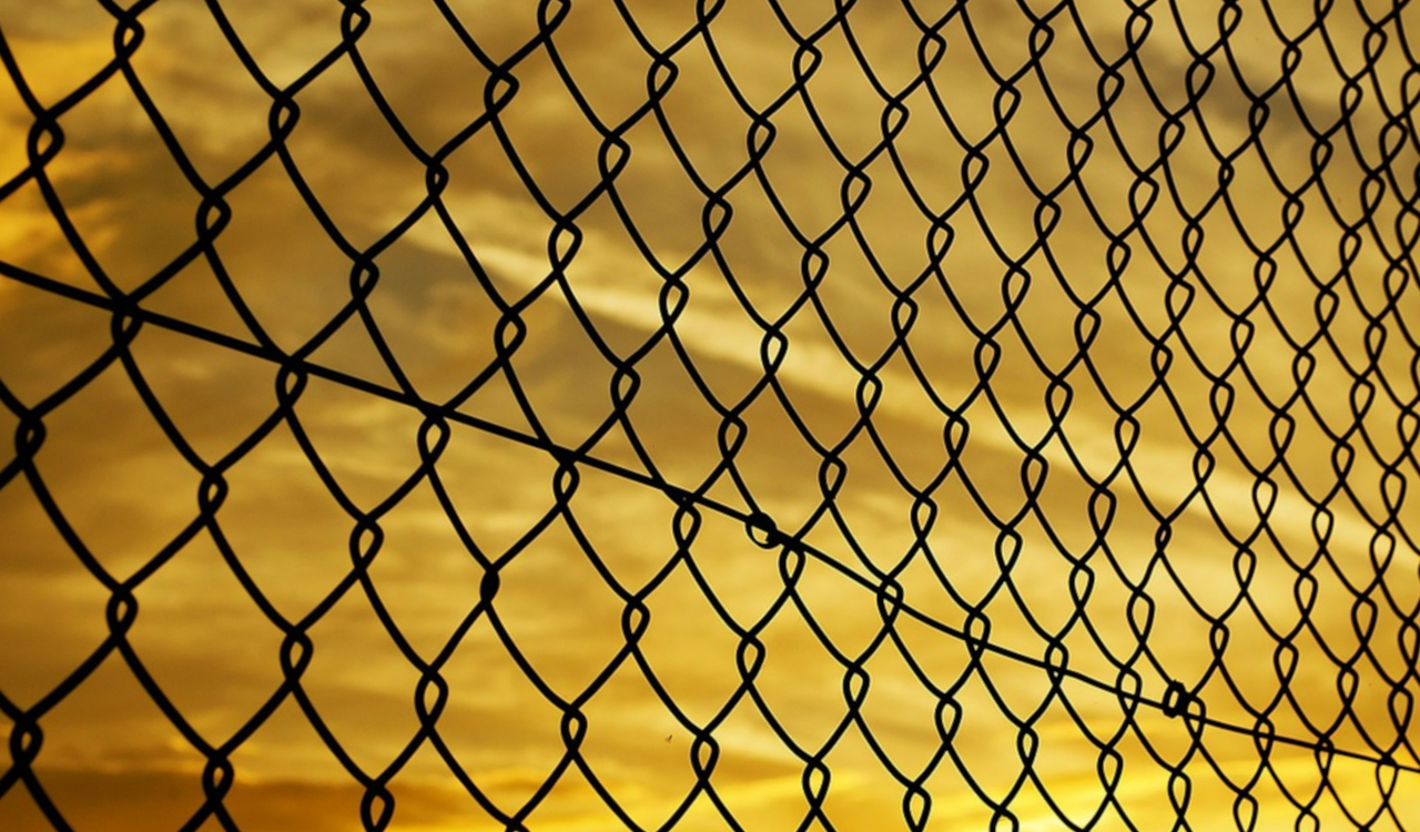 fence-72864_1280.jpg
