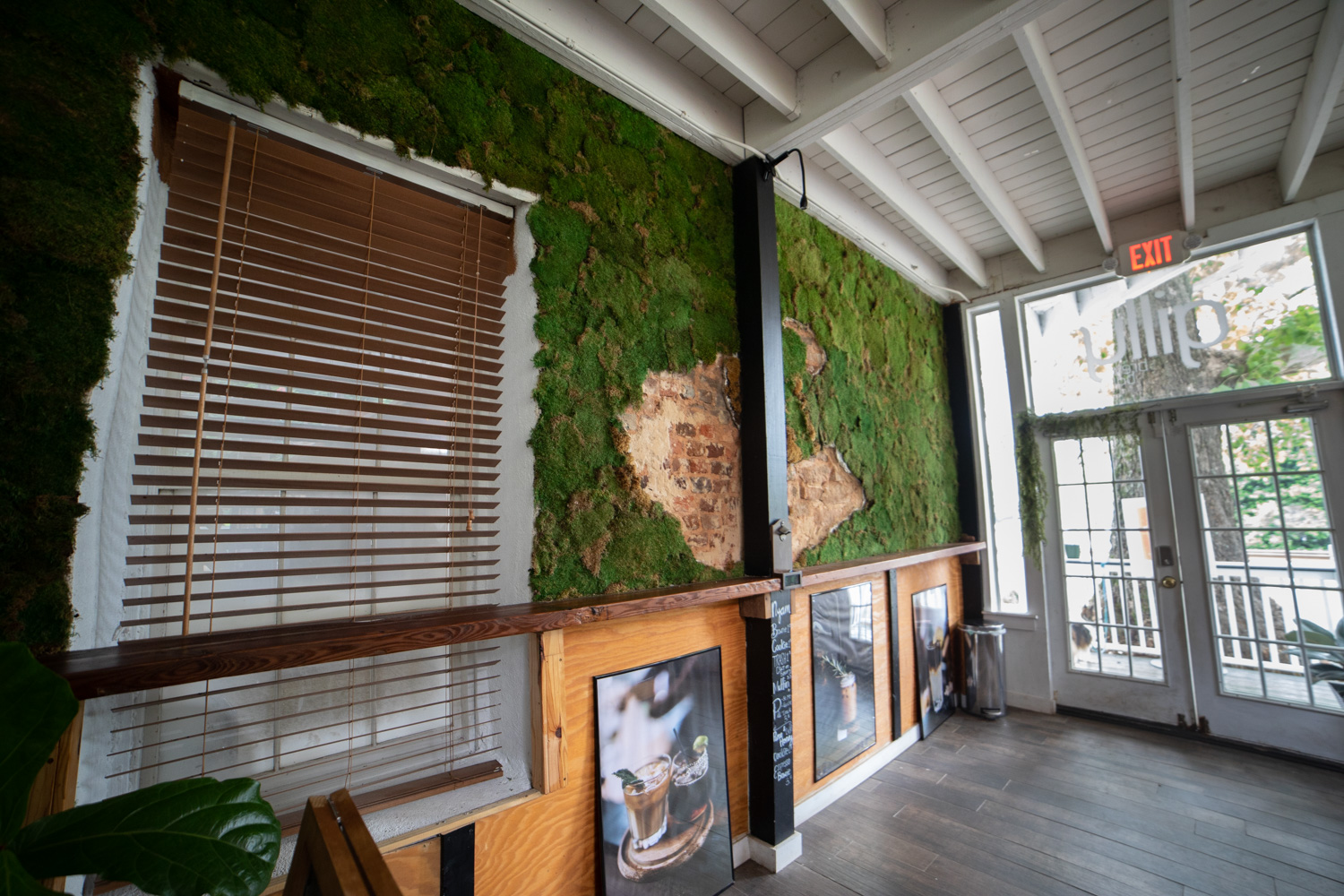 A natural look—note the moss—adorns the walls of Gilly Brewing Company.