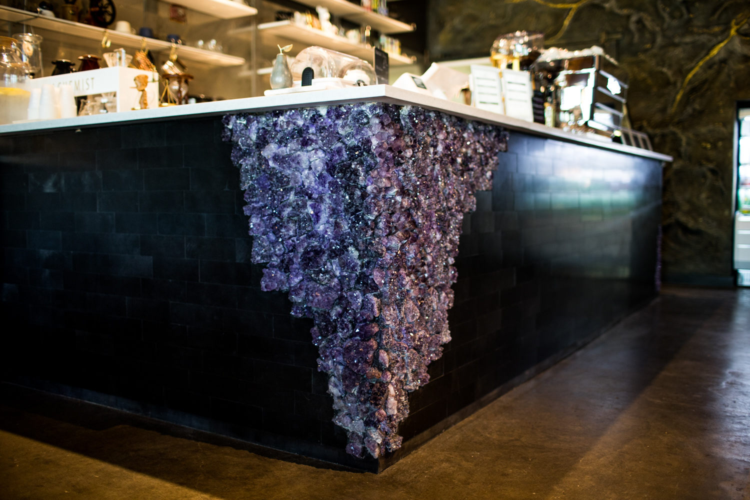 Detail of the amethyst gem at the counter intersection.