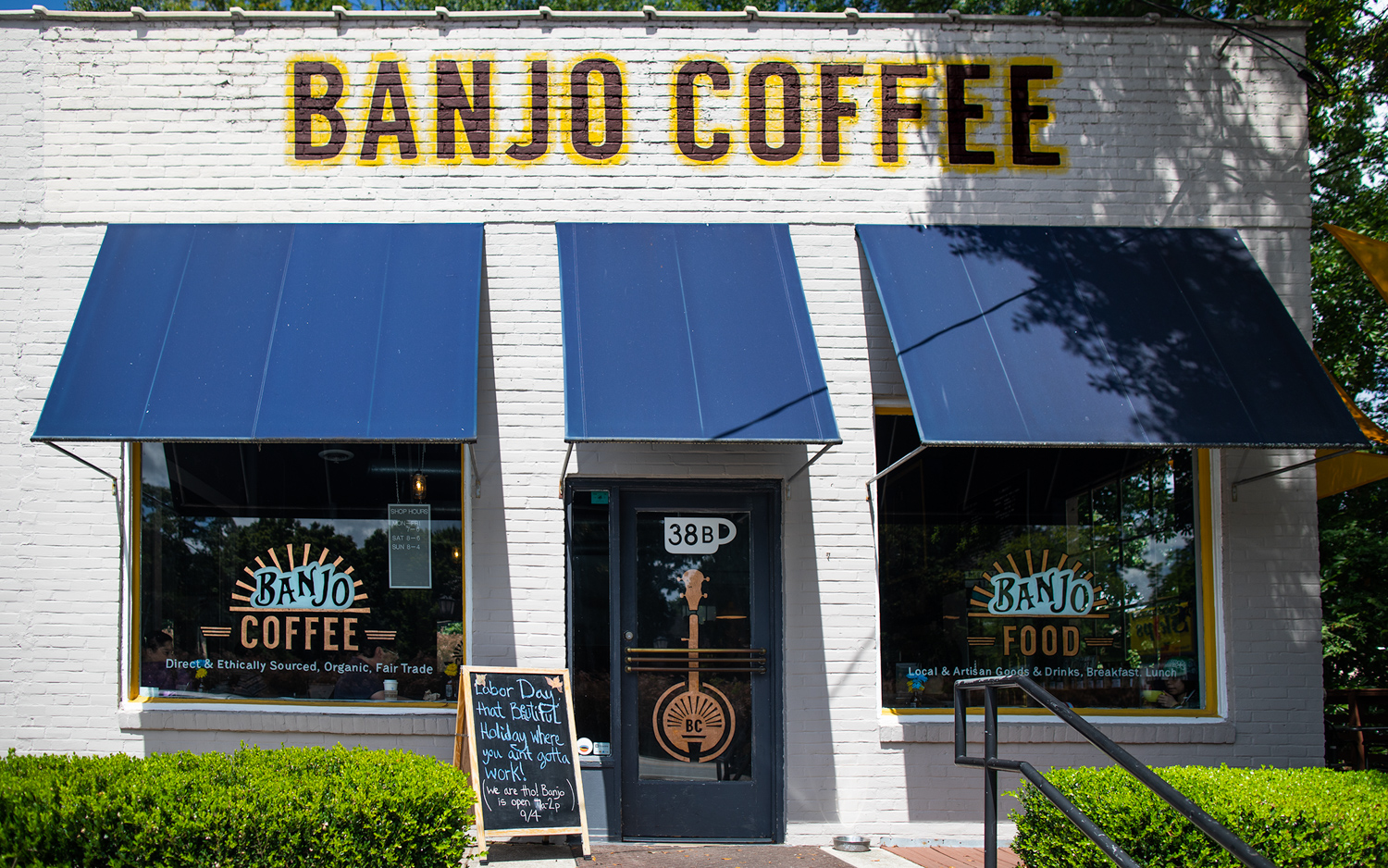 Banjo Coffee Shop exterior view. (Note: this photo was captured approximately one year ago prior to Labor Day).
