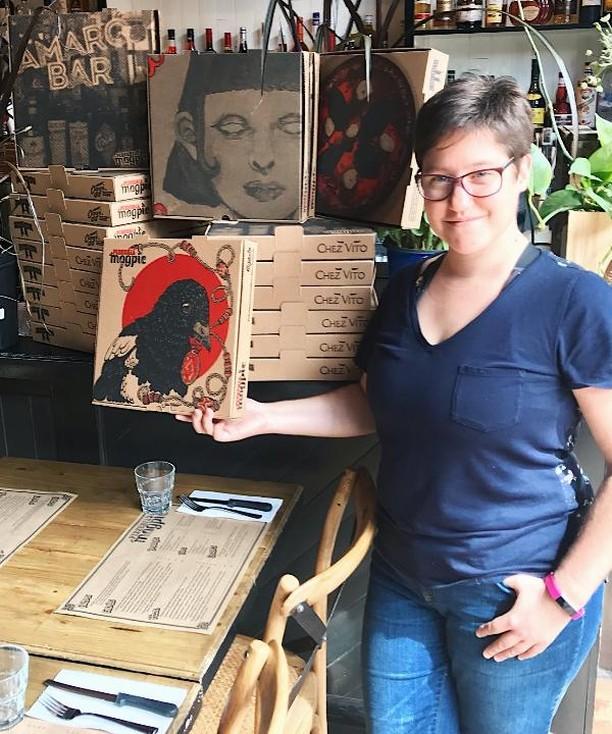L'art de @stellameteore figure sur nos boites pour emporter. Voilà une excellente raison de commander chez nous! 😉🎨 #PizzeriaMagpie #TalentLocal . . . . . #foodie #mtlfoodie #photodebouffe #bouffe #mtleats #mtl #mtlrestaurant #montreal #mtlfood #mtlmoments #mtlblog #pouremporter #foodporn #foodblogger #foodstagram #foodlover #bouffelocale #pizza #pizzeria #pizzaparty #instagood #artiste #mtlartist #artwork #mixmedia #pizzatime #délicieux #photodujour