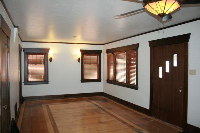 630 Silver Living room lights4 Craigs Lst.jpg