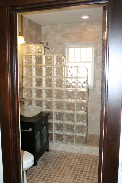630 Silver Upstairs bath5 Craigs Lst.jpg