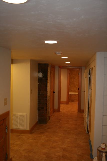 630 Silver Downstairs hall Craigs Lst.jpg