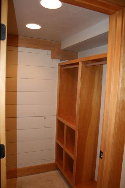630 Silver downstairs closet Craigs Lst.jpg