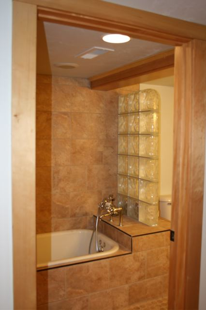 630 Silver Downstairs Bath Craigs Lst.jpg