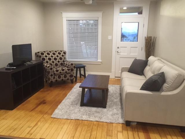 409A Park interior living room.JPG