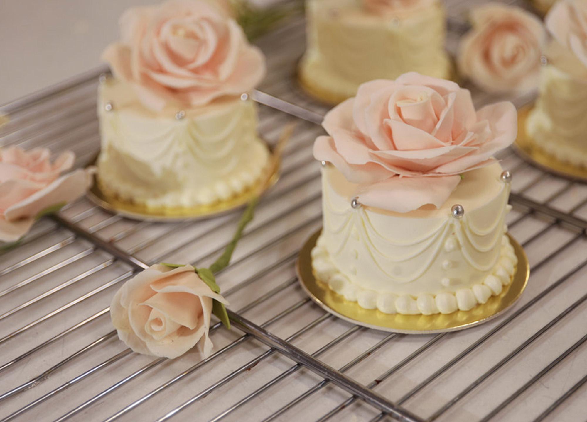 Sylvia Weinstock pour Ladurée Individual Wedding Cakes