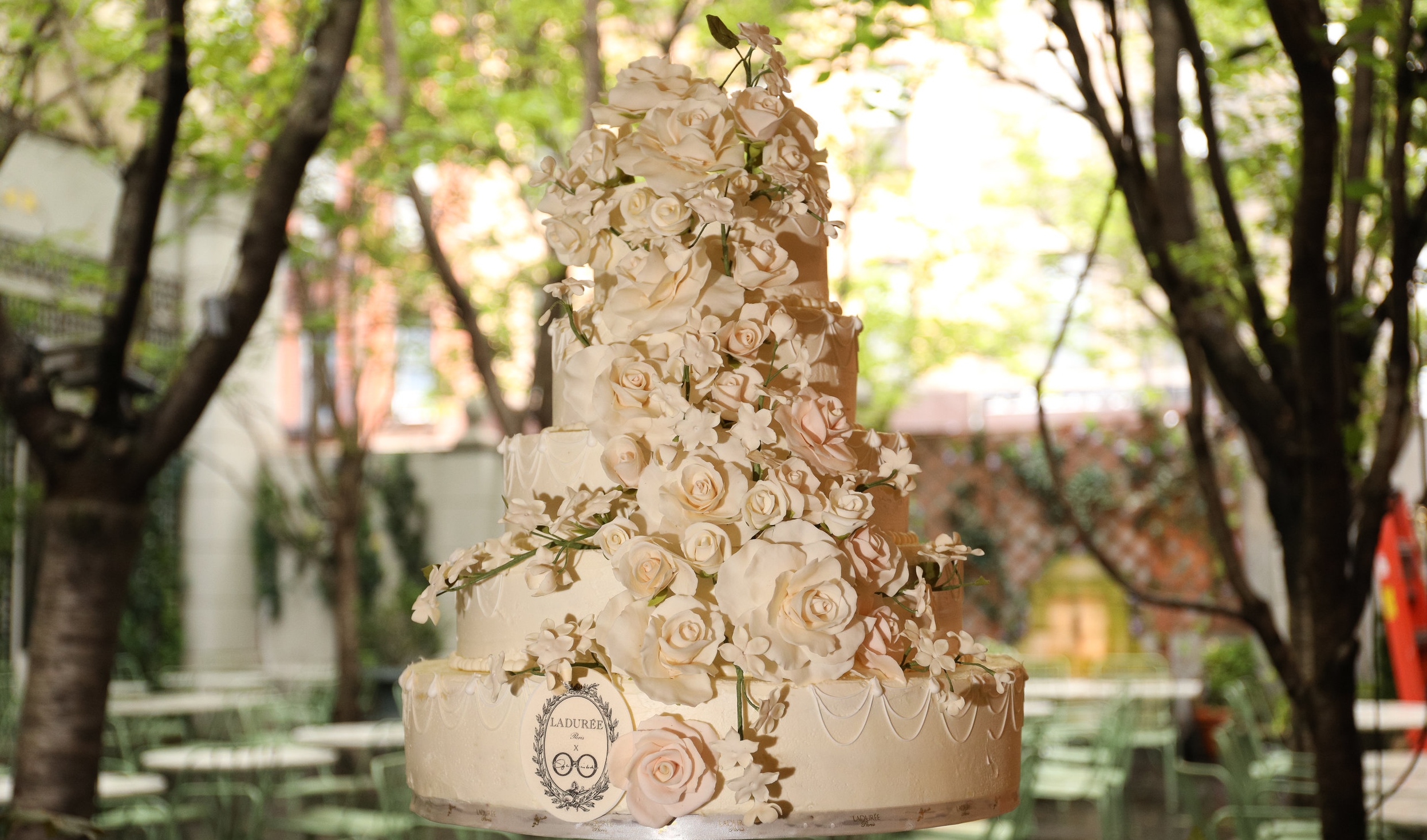 Sylvia Weinstock pour Ladurée Wedding Cake. Available upon request.