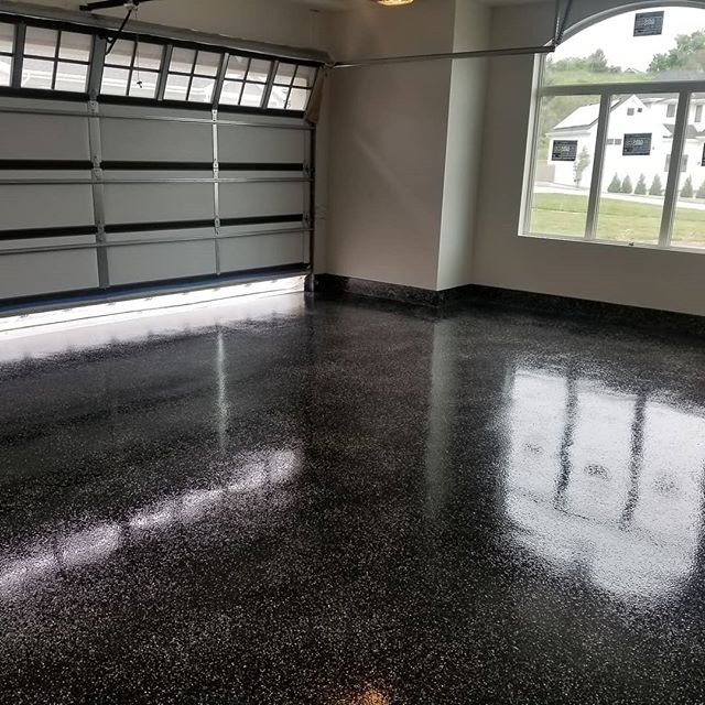 Another beautiful 100% Solid and Seamless Black with Gray, White and Creme Flakes on the Epoxy Floor. Including a Urethane top coat  #jobwelldone #ottpaintingut