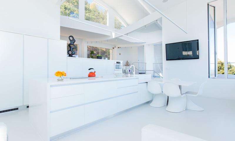 Modern-white-kitchen_Volare_Ruby-AIMG_0134.jpg