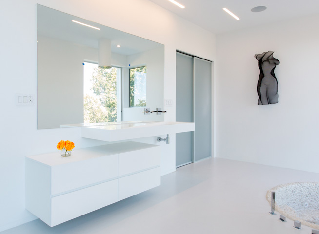 Modern-white-kitchen_Volare_Ruby-AIMG_0159-w-flowers.jpg