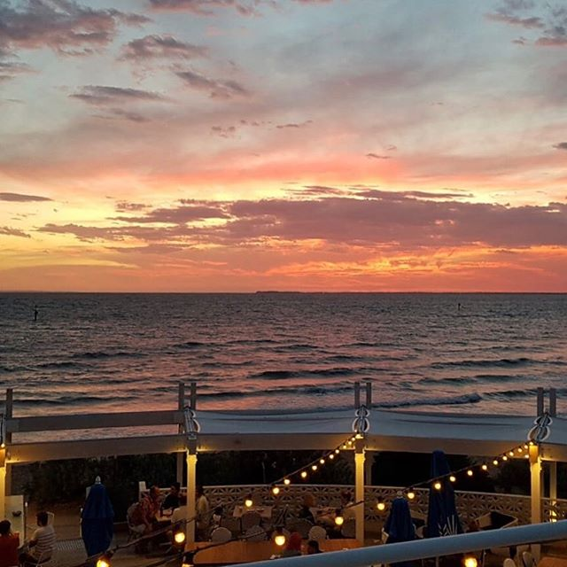 Sunday sunsets at Sebastian 🙌🏻 Come take a break from it all... 🥂