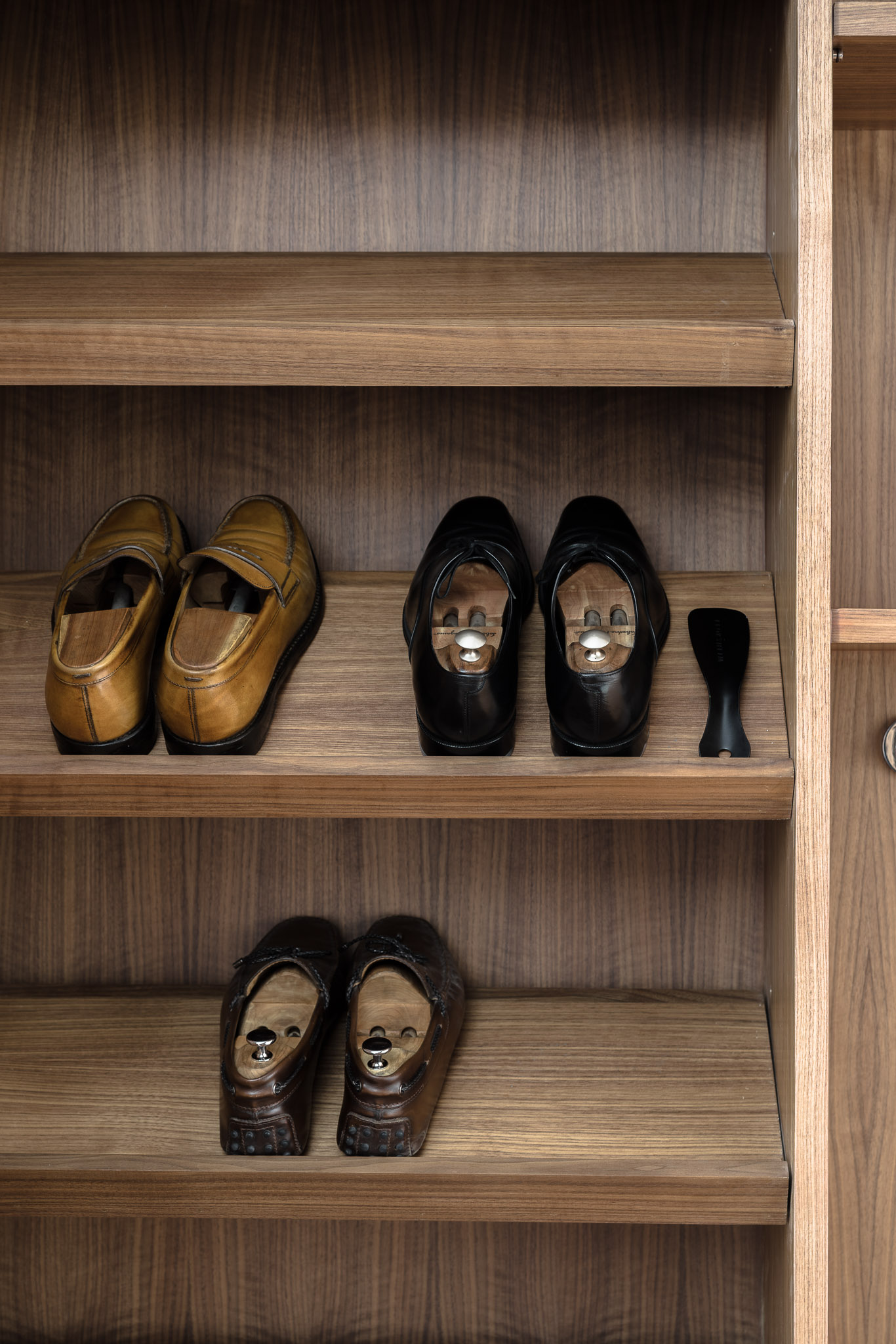 Thonglor residence_shoe storage