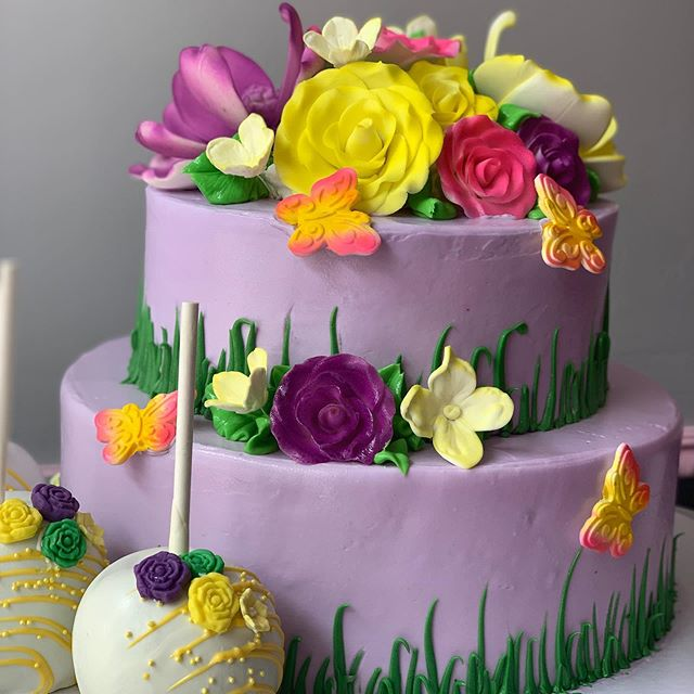 Summer Fun! Cakes with flowers and butterflies 🌼🌺🦋 #cupcakecutieboutique #nyc #ny #westchesterny #mountvernon #bakery #westchesterbakery #mountvernonny #nybakery