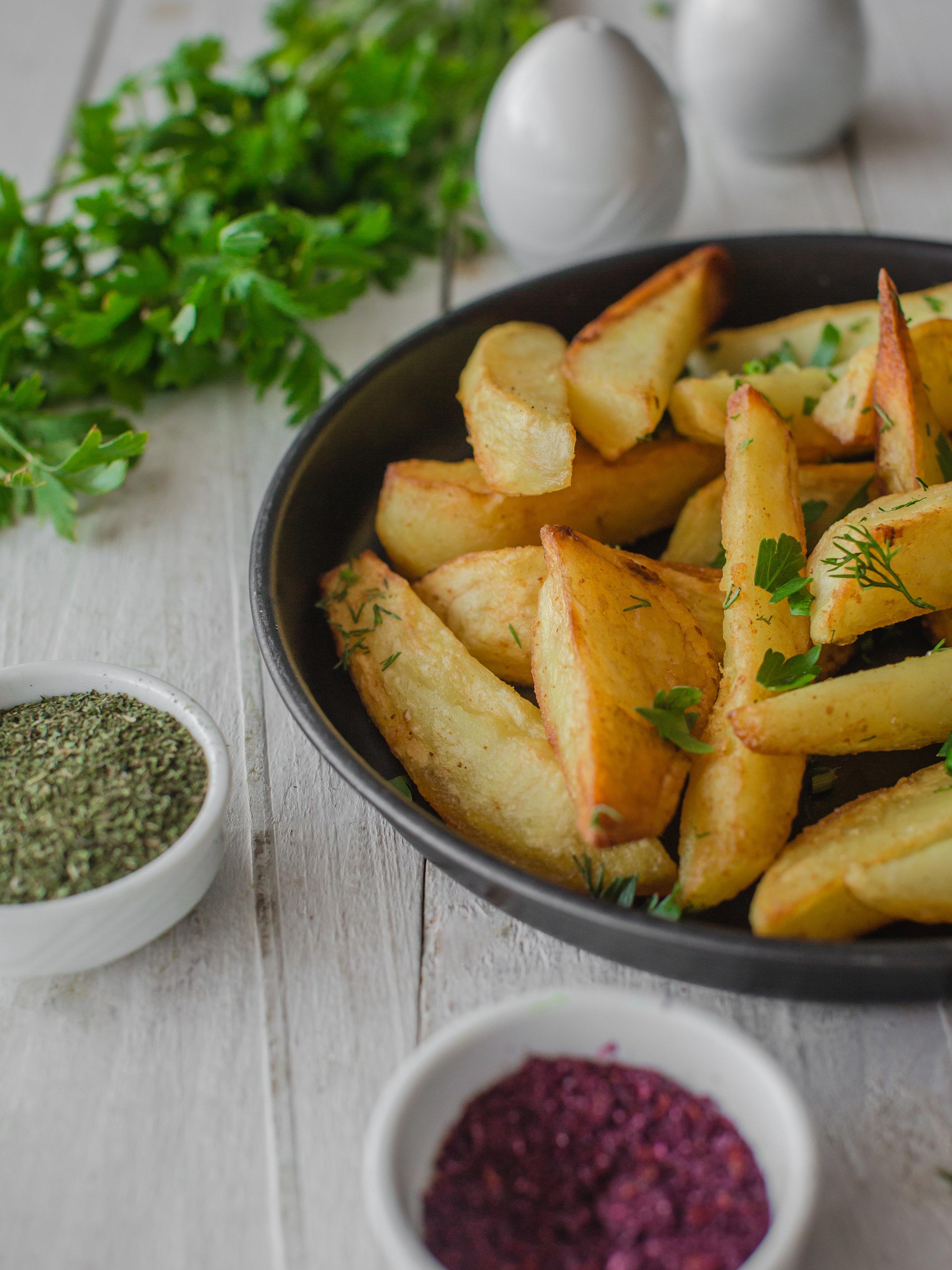 foodiesfeed.com_roasted-potatoes-with-seasoning.jpg