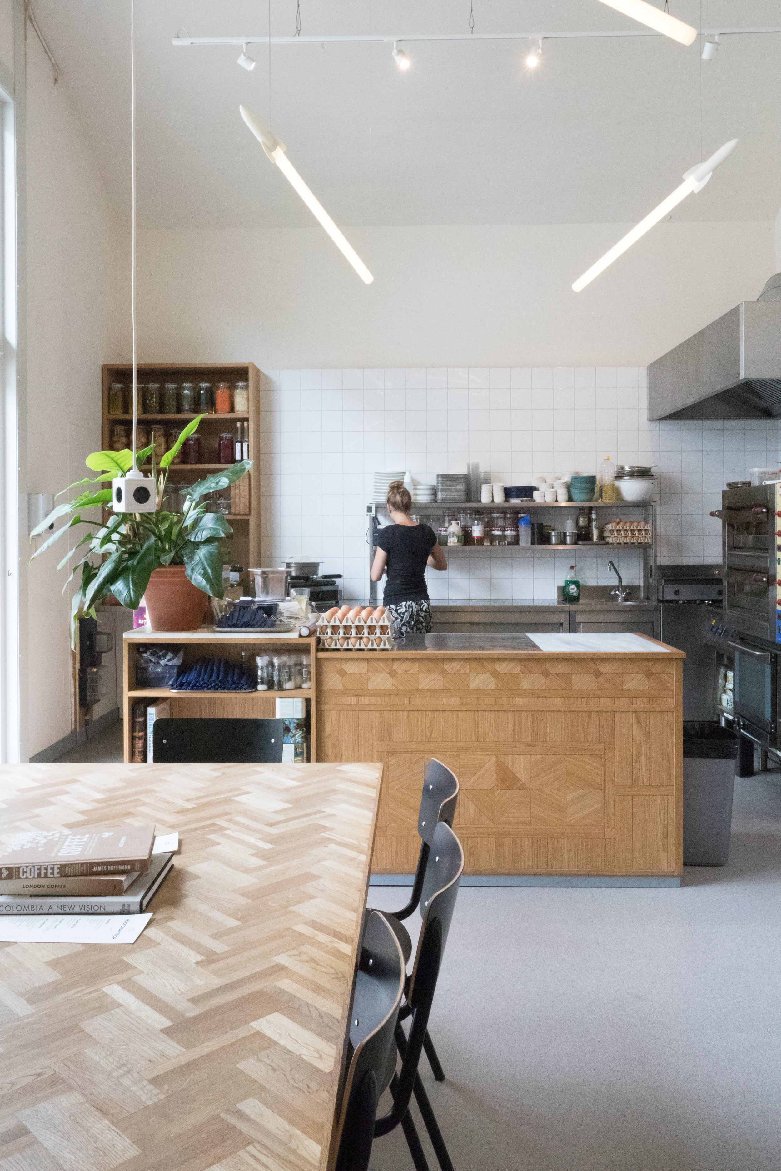 keuken Man met Bril koffie