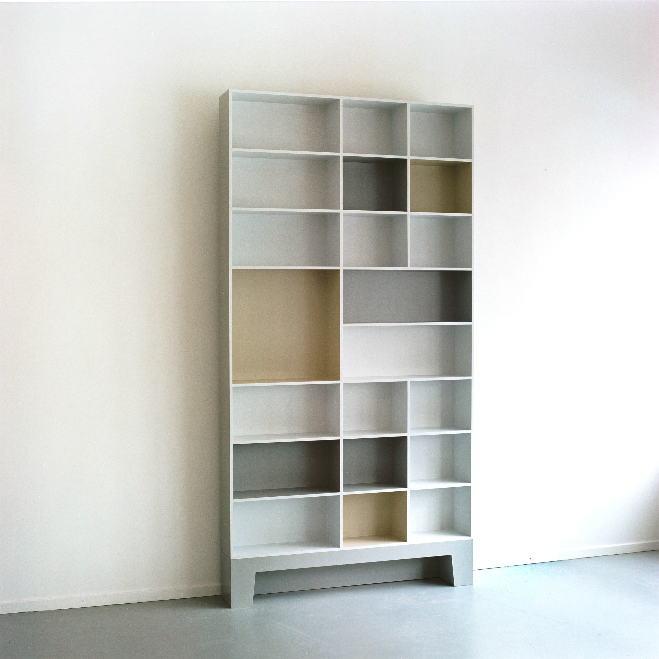 boekenkast-grijs.jpg