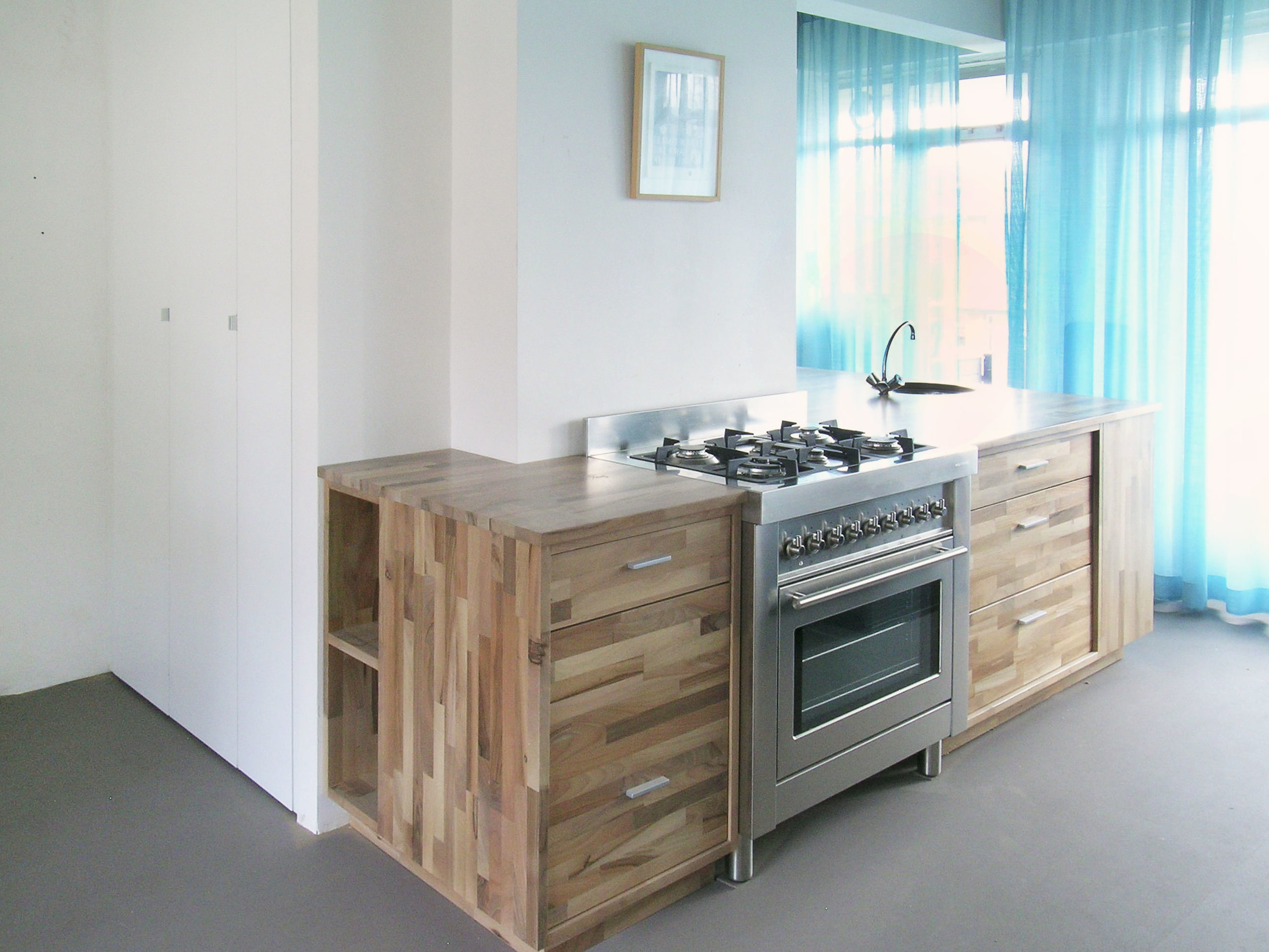 keuken-vrijstaand-notenhout.jpg