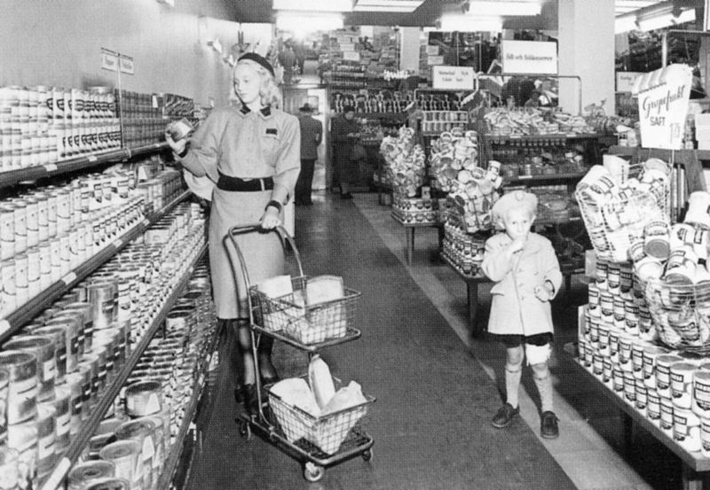 https://en.wikipedia.org/wiki/Supermarket#/media/File:SB-butik_1941.jpg
