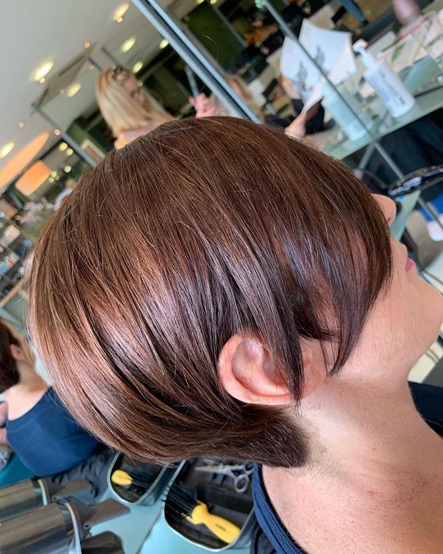 Delighted to have Edel in my chair today for the first time! She had been following us on Instagram and wanted to freshen up her one length bob with this little disconnected shape @niallcolganhaircutting coupled with beautiful colour @nualahair today 🧡♥️❤️ #limericksalon