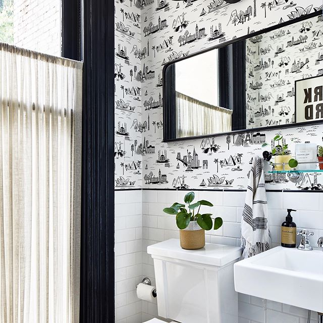 One of my favorite bathrooms ever...it's so tiny that this is the best angle we could get, but hopefully you get the gist 🖤 design: @sanabriaandco 📷: @stacyzaringoldberg  #massaveproject #tinybathroom