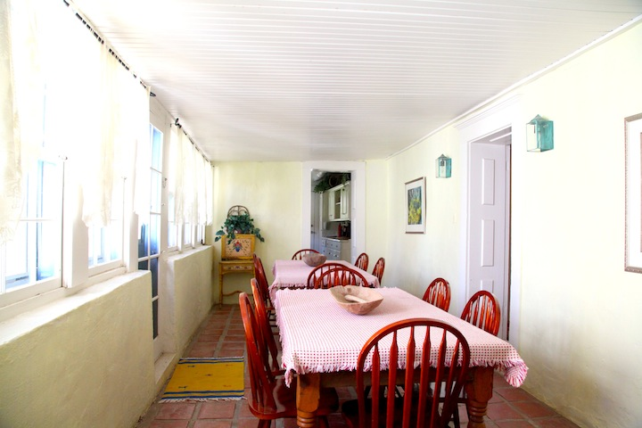 The dinning room ajoined with the kitchen.