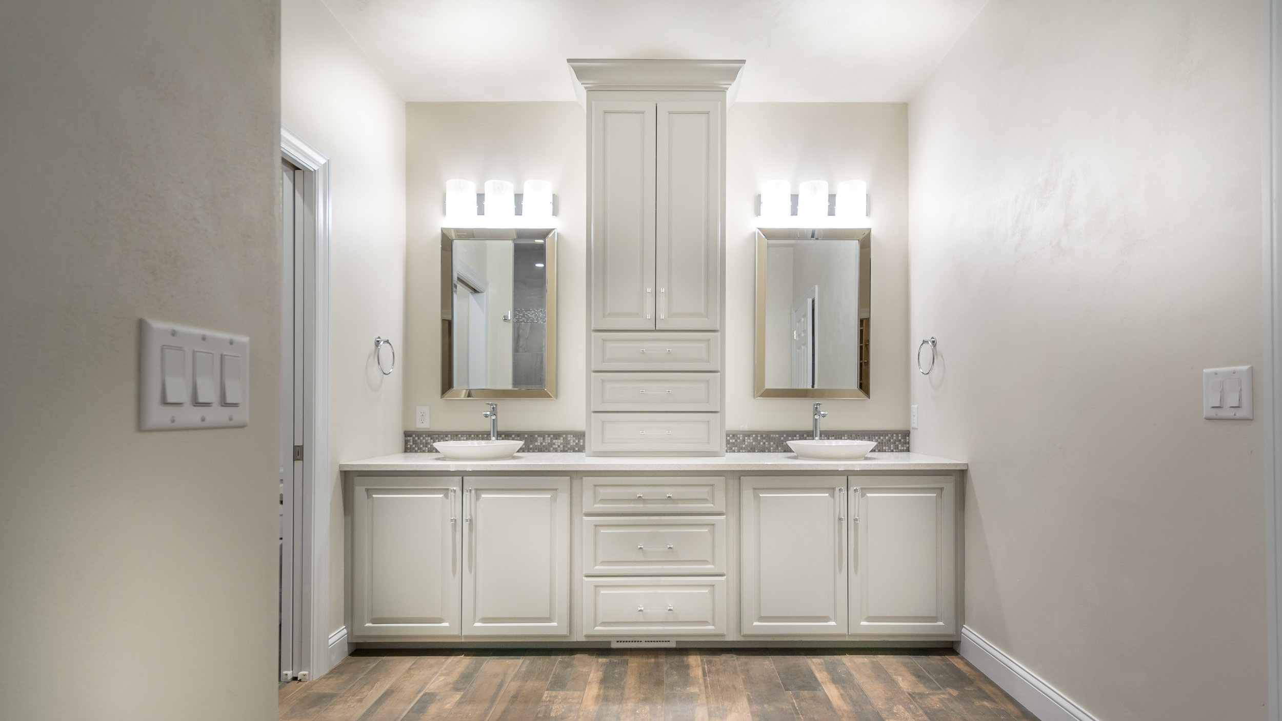 Winters Bathroom New Edits  (5 of 17).jpg