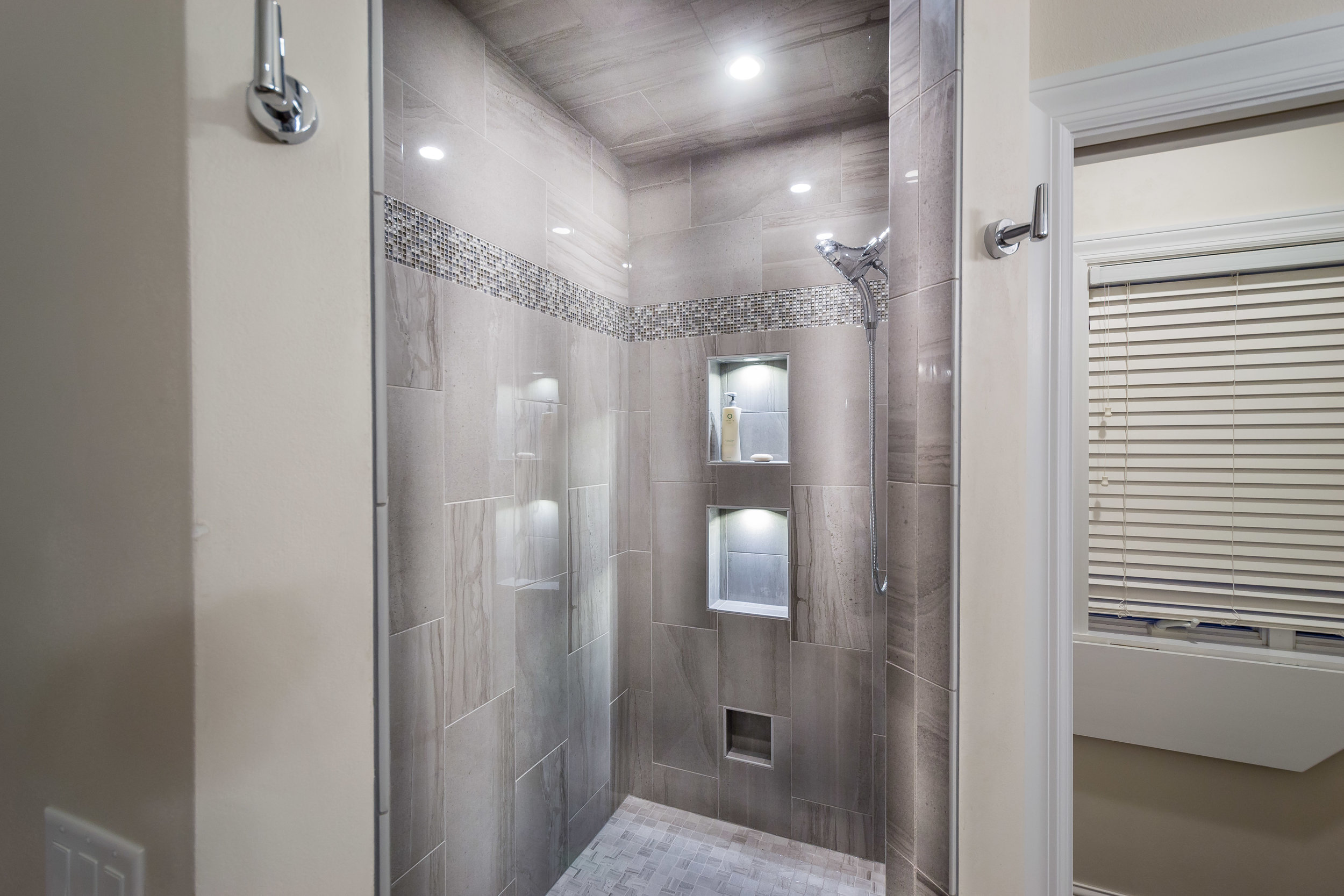 Winters Bathroom New Edits  (12 of 17).jpg