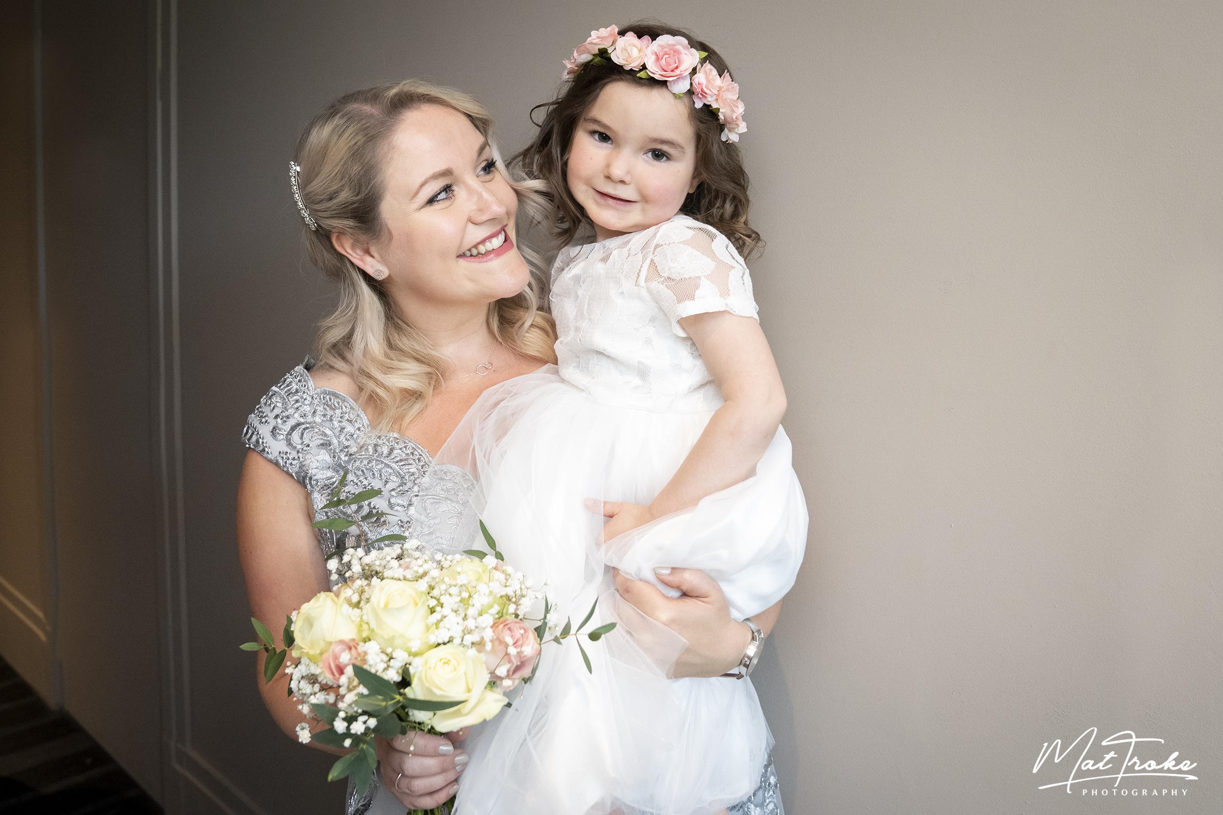 flowergirl_flower_girl_wedding_photography_mour_hotel_dekota_photographer_mansfield_dekota.jpg