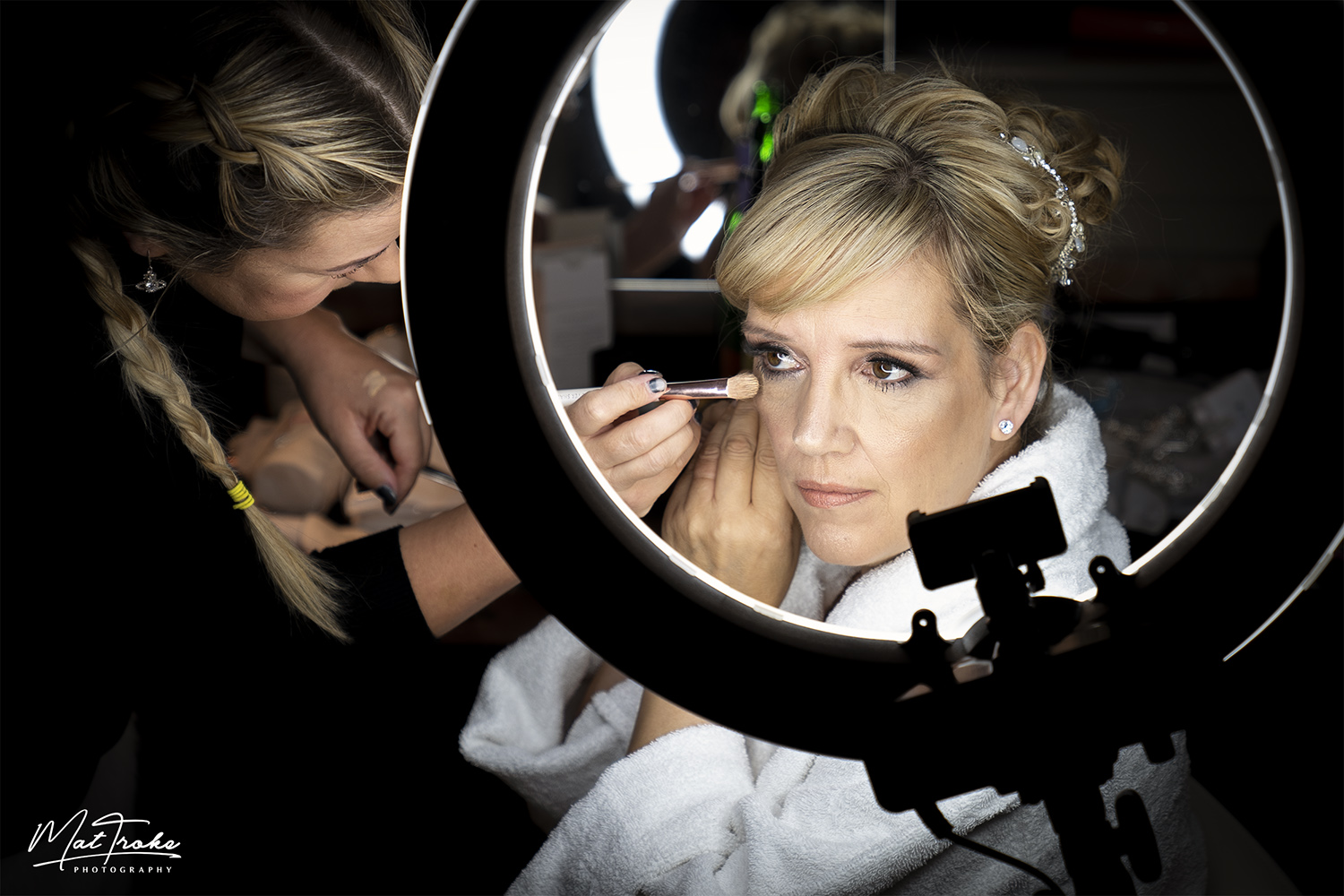 bridal_preperation_makeup_wedding_photography_mour_hotel_dekota_photographer_mansfield_sherwood.jpg