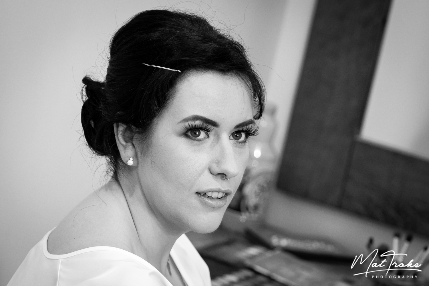 white-heart-inn-moorwood-alfreton-wedding-photographer-photography-sunset-venue-bridal-prep-makeup