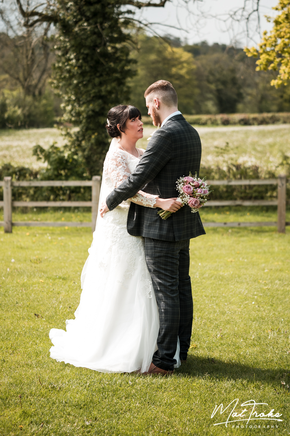 white-heart-inn-moorwood-alfreton-couple-field-peaceful-wedding-photographer-photography-sunset-venue