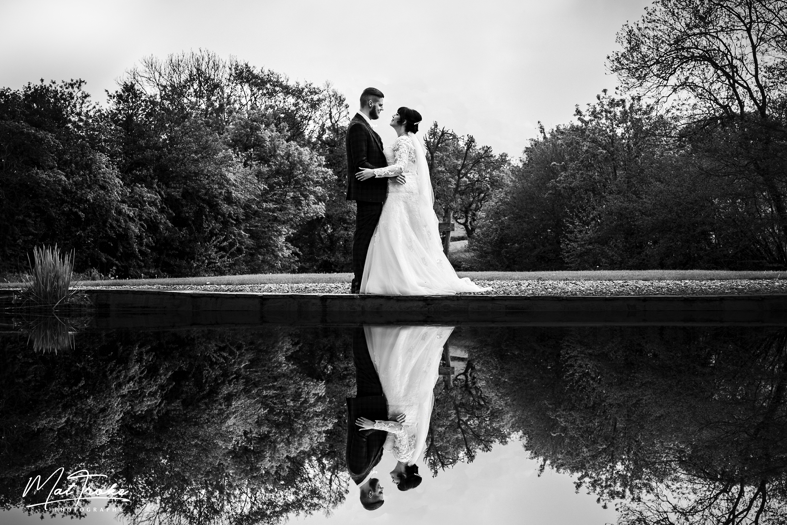 pond-reflection-white-heart-inn-moorwood-alfreton-wedding-photographer-photography-sunset-venue