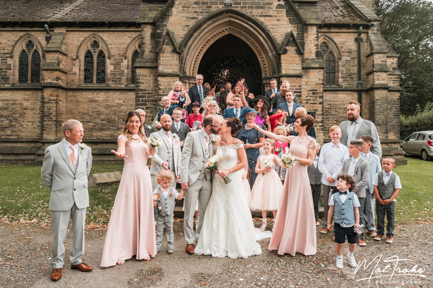 south_yorkshire_wentworth_rotherham_sheffield_church_family_photography_near_confetti_stunning_photographer_wedding_summer