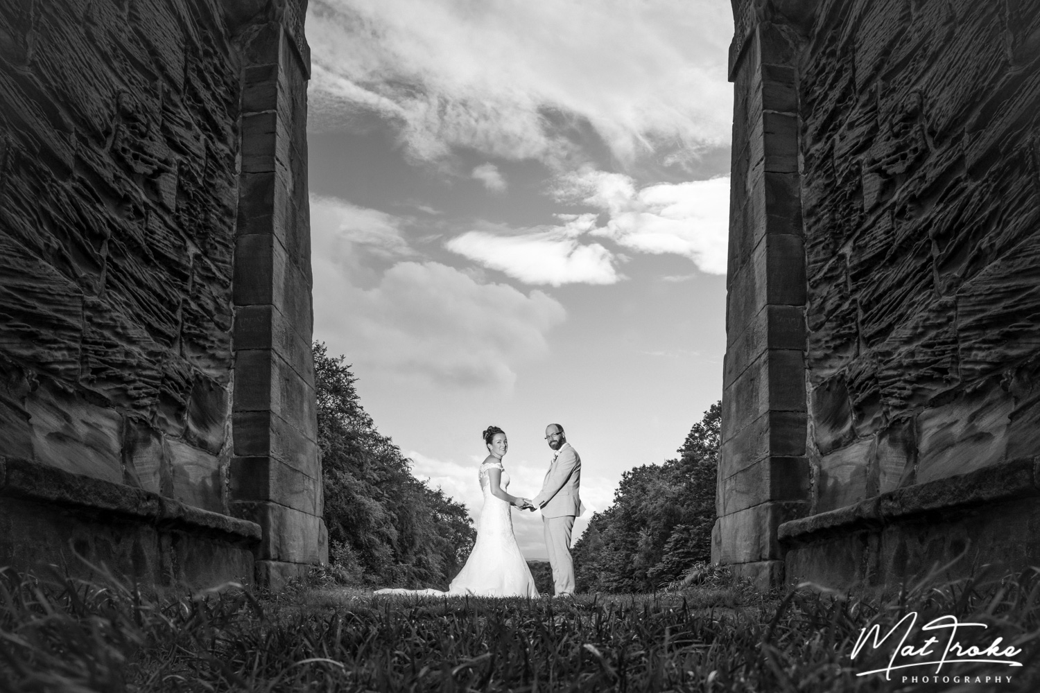 south_yorkshire_wentworth_rotherham_sheffield_church_family_photography_near_corn_field_farm_need_eye_stunning_photographer_wedding_summer