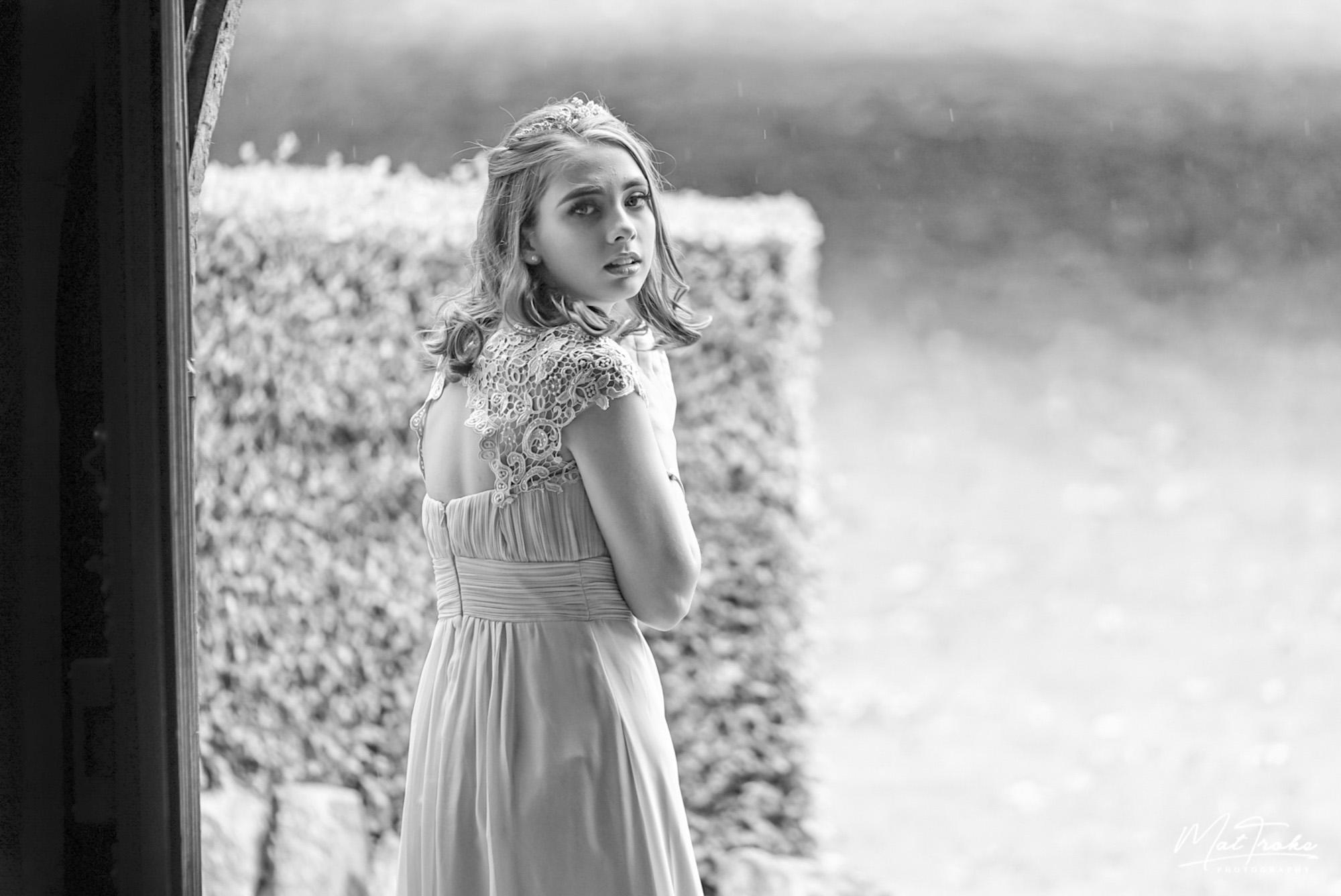 dronfield_hall_barn_gardens_grounds_chesterfield_derbyshire_summer_wedding_debyshire_photographer_photography_bride_near