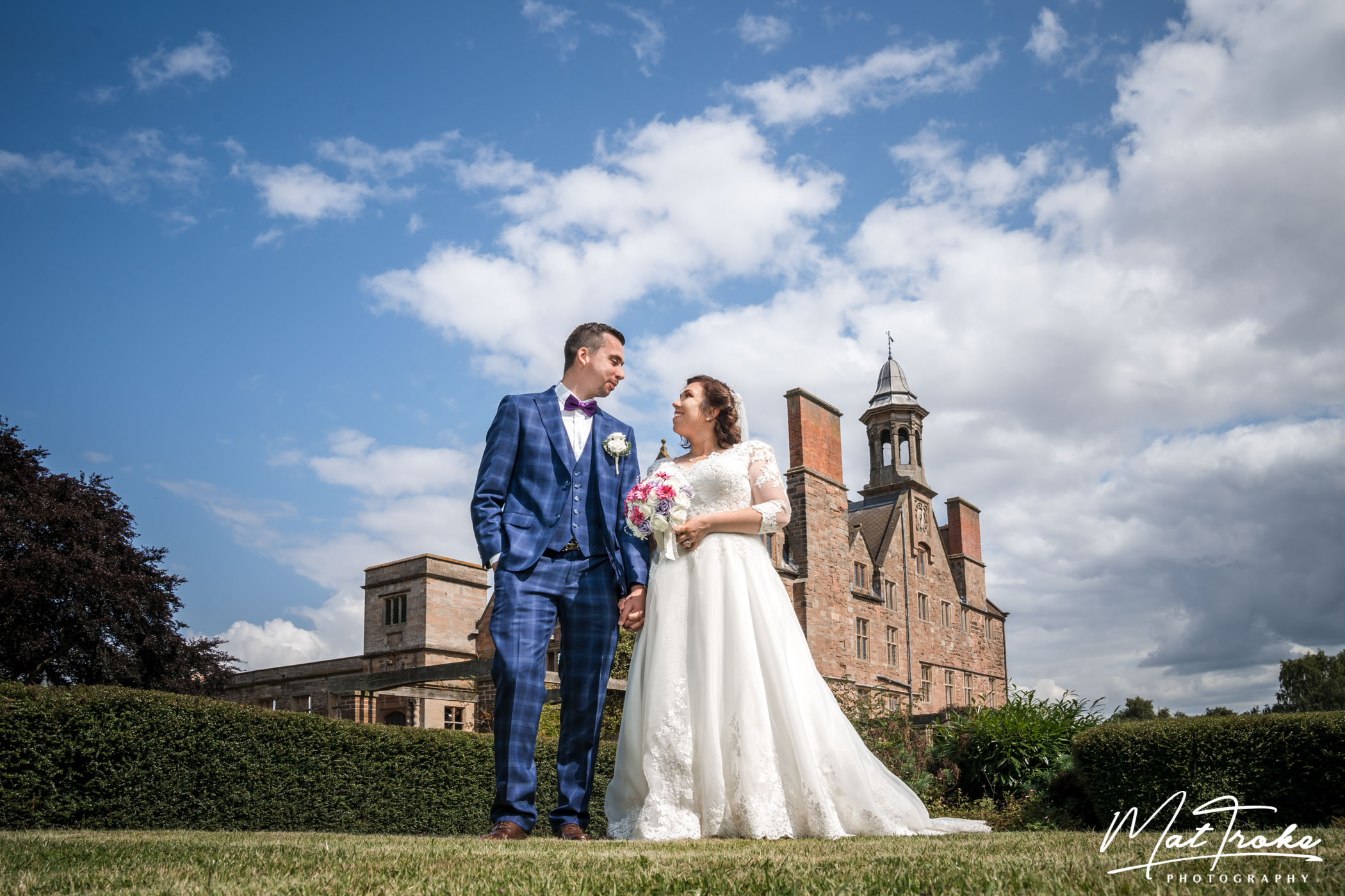 rufford_abbey_backdrop_just_married_couple_stunning_sky_happy