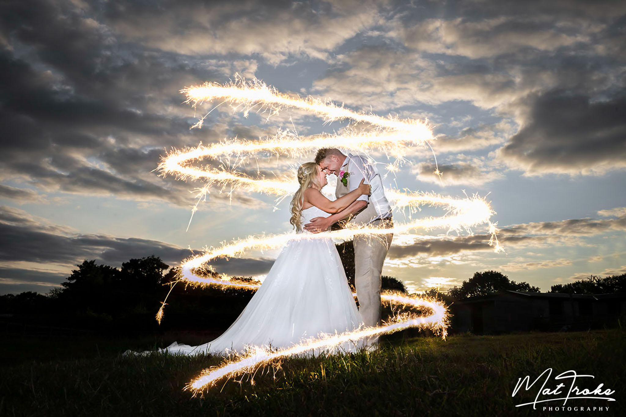 Barn_wedding_sunset_sparkler_farm_near_me_derby_nottingham_photography