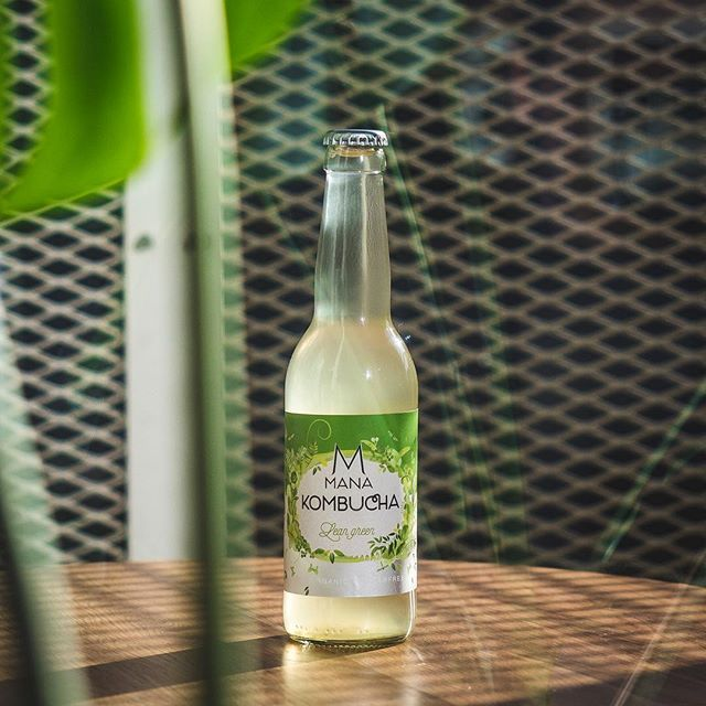 Today is the start of the National Sugar Challenge: a week of foods and drinks without added sugars hosted by The Diabetes Fund. 30,000 people have registered and are accepting the challenge. Are you too?⁣ ⁣ It's a great way to try our 'Lean Grean'  Kombucha. Completely sugar free!⁣ ⁣⁣ This is the original, green tea-based recipe MANA started with. An accessible and mature kombucha which in its simplicity offers a deep taste palette and our favourite for making cocktails and mocktails with a bubbly twist. Do not be fooled by its sober character: Less is more.⁣⁣ ⁣⁣ Go give it a try, we know you'll love it! ⁣⁣ ⁣ ⁣ ⁣ #mana #manakombucha #kombucha #kombuchalove #fermented #organic #organicfoods #vegan #vegandrinks #healthylife #healthyliving #organicsoda #fermentation #healthydrinks #sugarfree #raworganic #cleanfood #cleaneating #kombuchaaddict #boostyourhealth #brewing #wholefoods #naturaldrink⁣